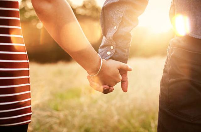 20 câu nói yêu thương đầy lãng mạn mà mọi cô gái đều muốn nghe người con trai yêu mình nói dù chỉ một lần  - Ảnh 1
