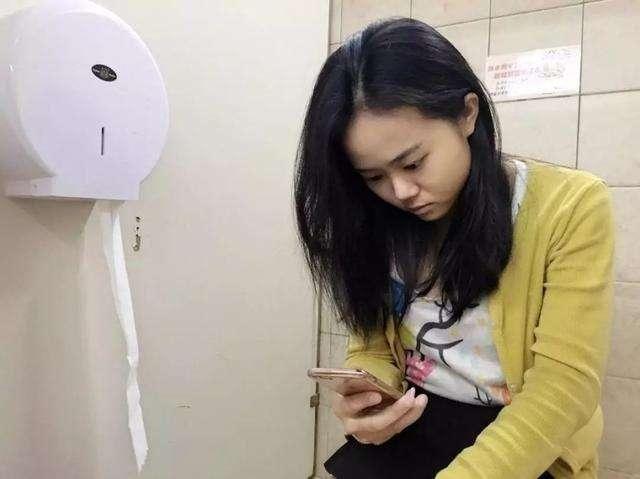 Có 5 thói quen trong nhà vệ sinh khiến bạn trả giá bằng việc giảm tuổi thọ - Ảnh 1