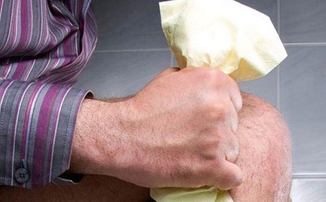 Có 5 thói quen trong nhà vệ sinh khiến bạn trả giá bằng việc giảm tuổi thọ - Ảnh 2