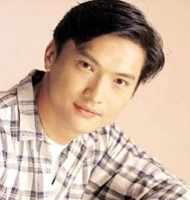 Nam thần TVB một thời lừng lẫy: từ bỏ danh vọng chăm con bị bệnh tự kỷ, hối hận vì không theo đuổi Tuyên Huyên - Ảnh 1