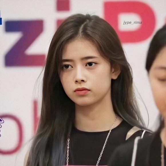 Những 'mầm non visual' JYP gây sốt vì giống Suzy, Twice - Ảnh 5