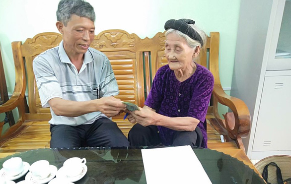 Cụ bà 84 tuổi năm ngoái xin thoát nghèo, nay góp 2 triệu chống dịch COVID-19 - Ảnh 1