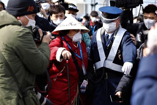 Hai hành khách nhiễm virus corona trên du thuyền ở Nhật tử vong - Ảnh 1