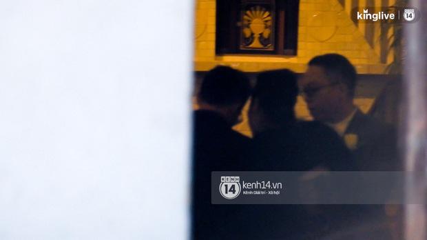 HOT: Hoàng Touliver mặc vest bảnh bao, làm đám cưới bí mật với Tóc Tiên tại nhà thờ - Ảnh 2