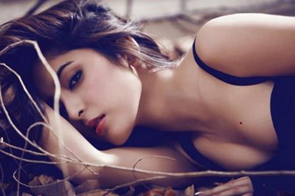 3 vị trí nốt ruồi 'vàng' trên cơ thể phụ nữ báo hiệu cuộc đời giàu sang, được chồng yêu chiều hết mực - Ảnh 1