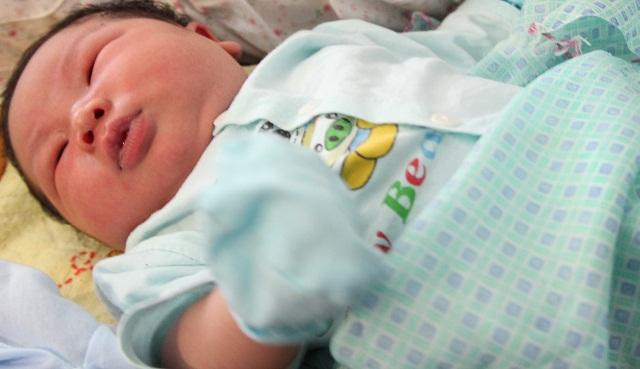 3 em bé sơ sinh có cân nặng khủng, vừa chào đời nhìn đã 'cưng muốn xỉu' - Ảnh 3