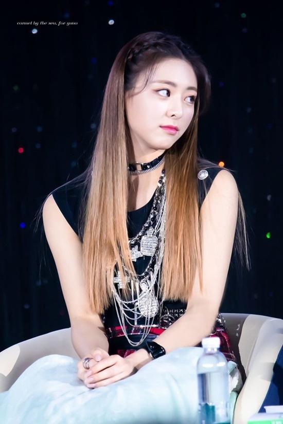 Những lần đổi kiểu tóc của nữ thần Yuna (ITZY) - Ảnh 5