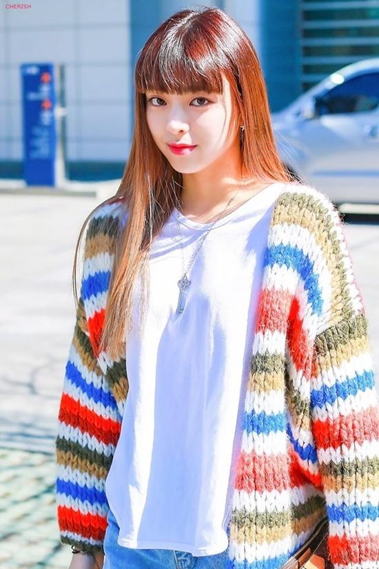 Những lần đổi kiểu tóc của nữ thần Yuna (ITZY) - Ảnh 9