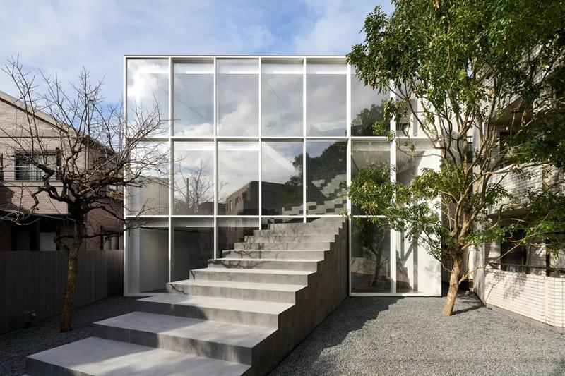 Ngôi nhà ấn tượng với cầu thang xuyên từ ngoài vào trong - Ảnh 2