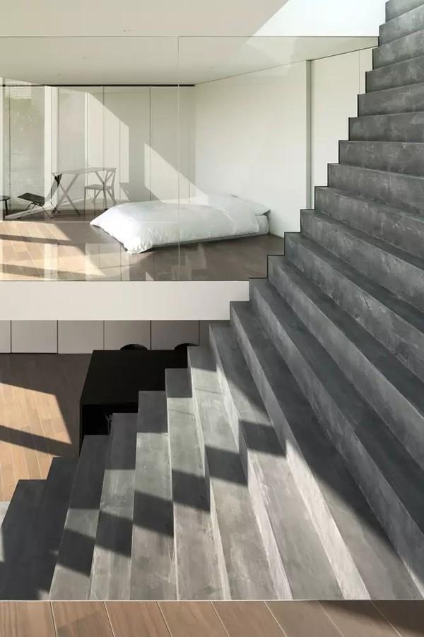 Ngôi nhà ấn tượng với cầu thang xuyên từ ngoài vào trong - Ảnh 4