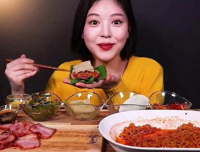 Xuất hiện 'thánh ăn' mới của Hàn Quốc: Sức ăn gấp 5 lần đàn ông nhưng lại sở hữu nhan sắc búp bê và thân hình sexy 'nghẹt thở'  - Ảnh 3