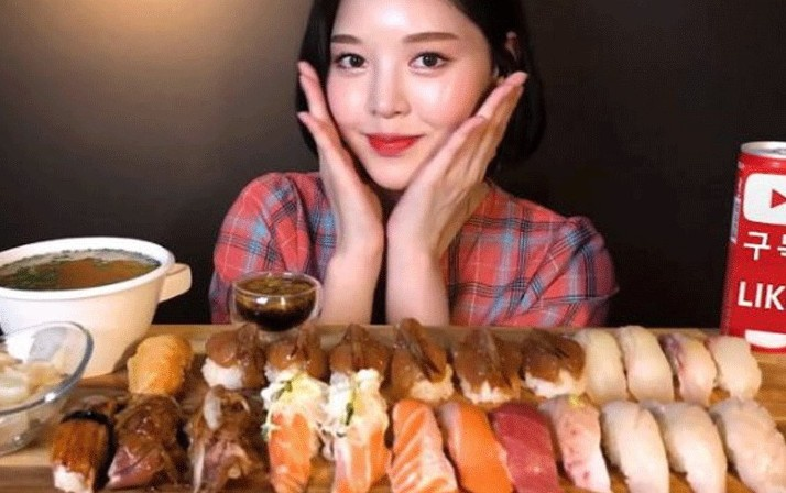 Xuất hiện 'thánh ăn' mới của Hàn Quốc: Sức ăn gấp 5 lần đàn ông nhưng lại sở hữu nhan sắc búp bê và thân hình sexy 'nghẹt thở'  - Ảnh 6