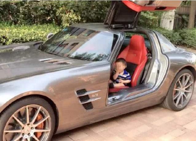 Bị chửi là khoe giàu khi lái Rolls Royce trị giá hơn 20 tỷ đồng tới trường đón con, phụ huynh có phát ngôn gây sốc - Ảnh 1