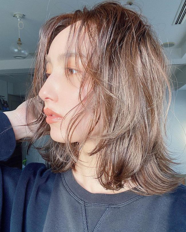Không muốn mái tóc nuôi bao năm bị cắt phăng vì phần đuôi khô xơ không phục hồi được thì hãy nhanh làm theo 6 cách chăm sóc này - Ảnh 5