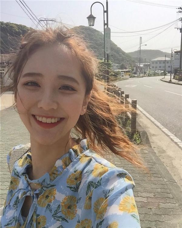 Thêm 1 cô gái Hàn xinh đẹp và đáng yêu 'phát ngất' gây sốt MXH - Ảnh 1