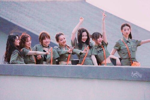 Thực lực của Bonbon Girls 303 gặp nhiều nghi ngờ khi đảm nhận vị trí đoàn nhận xét trong 'Chúng tôi nhiệt huyết' - Ảnh 4