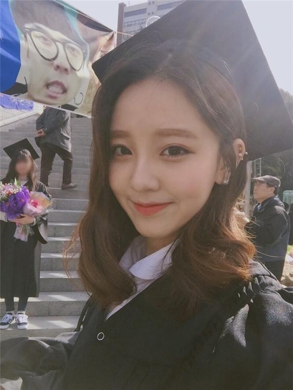 Thêm 1 cô gái Hàn xinh đẹp và đáng yêu 'phát ngất' gây sốt MXH - Ảnh 2