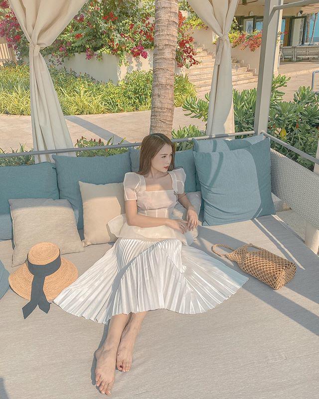 Hotgirl giàu bậc nhất Vbiz có 50 tỷ: mặc đồ bánh bèo giản đơn nhưng xách túi trăm triệu - Ảnh 2