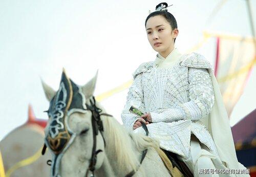 Mỹ nhân Hoa ngữ cưỡi ngựa: Người được khen thanh cao thoát tục như tiên nữ - riêng Địch Lệ Nhiệt Ba bị chê bai tơi tả, dè bỉu không thương tiếc  - Ảnh 3