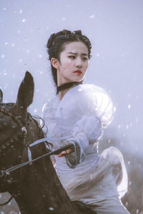 Mỹ nhân Hoa ngữ cưỡi ngựa: Người được khen thanh cao thoát tục như tiên nữ - riêng Địch Lệ Nhiệt Ba bị chê bai tơi tả, dè bỉu không thương tiếc  - Ảnh 7