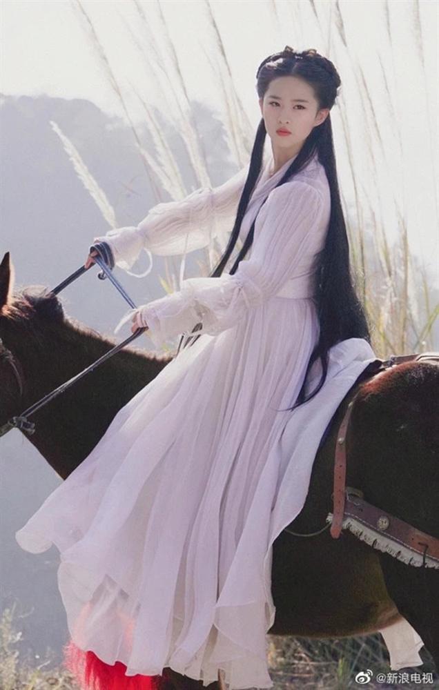 Mỹ nhân Hoa ngữ cưỡi ngựa: Người được khen thanh cao thoát tục như tiên nữ - riêng Địch Lệ Nhiệt Ba bị chê bai tơi tả, dè bỉu không thương tiếc  - Ảnh 8