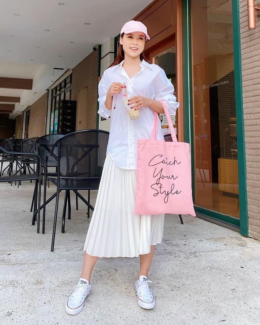 Hotgirl giàu bậc nhất Vbiz có 50 tỷ: mặc đồ bánh bèo giản đơn nhưng xách túi trăm triệu - Ảnh 4