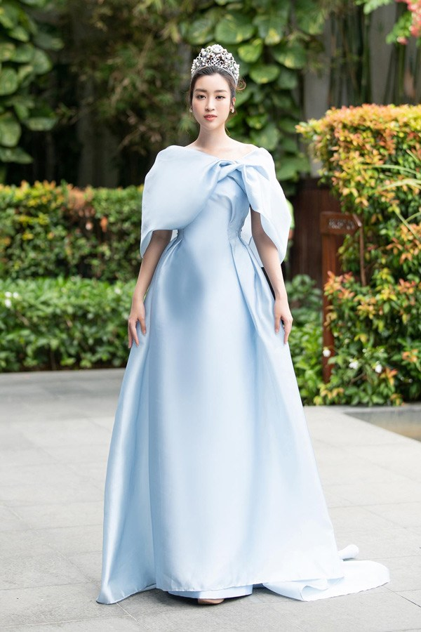 Đỗ Mỹ Linh lần đầu mặc xấu với váy cấu trúc khác lạ, biến body chữ S thành hình vuông - Ảnh 10