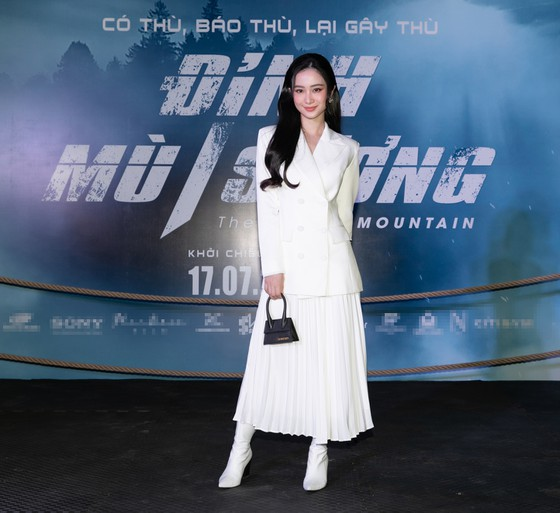 Ngô Thanh Vân già chát - Khổng Tú Quỳnh lên đồ đi sự kiện mà như đi 'phượt' - Ảnh 3