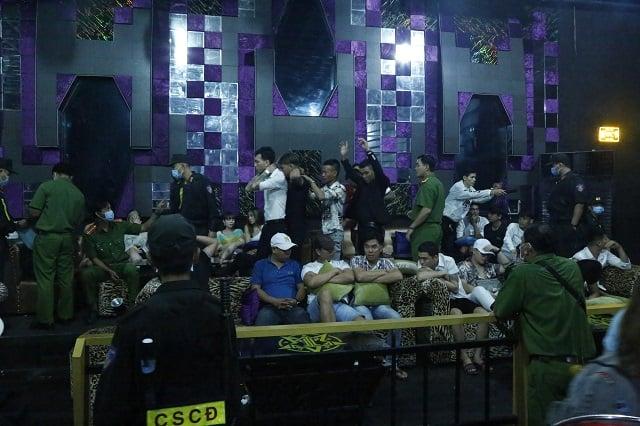 Đột kích quán bar phát hiện hơn 70 người dương tính với ma tuý - Ảnh 3