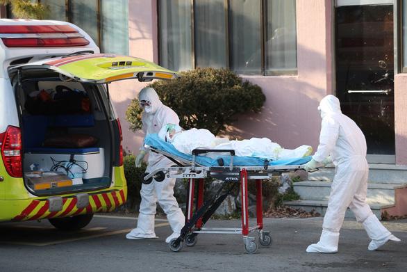 Có ca tử vong thứ 5 do COVID-19, Hàn Quốc nâng báo động lên mức cao nhất - Ảnh 1