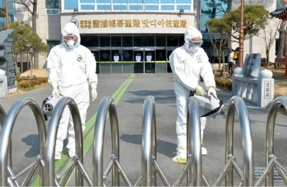 'Bệnh nhân 31' của Hàn Quốc: 'Tôi đau lòng vì đã đi nhiều khiến dịch bệnh lây lan' - Ảnh 1
