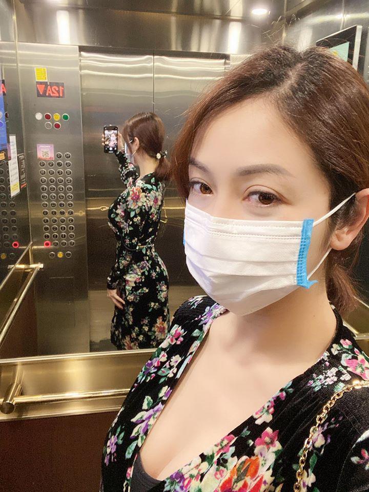 Jennifer Phạm đăng ảnh tự chụp sau sinh 1 tháng, hình phản chiếu trong gương tiết lộ sự thật - Ảnh 2