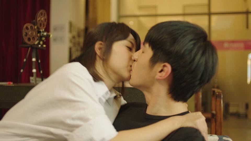 Nụ hôn đầu của các mỹ nam trên màn ảnh Hoa ngữ: Người đỏ cả tai, người hồi hộp đến run chân tay - Ảnh 11