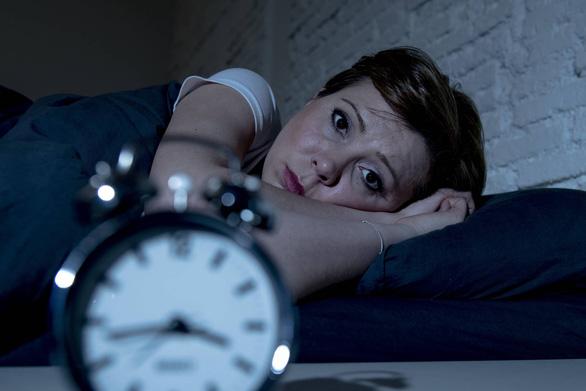 Càng cao tuổi, càng ngủ ít là bình thường? - Ảnh 1