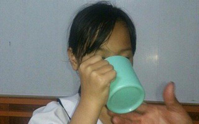 5 vụ thầy cô giáo phạt học sinh gây phẫn nộ: Bắt bé gái uống nước giặt giẻ lau - Ảnh 2
