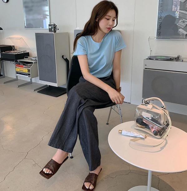 Với những set đồ tối giản này, nàng chỉ mất 5 phút mỗi sáng để chỉn chu tới công sở - Ảnh 1