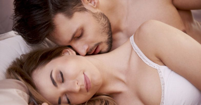 Ngại không thừa nhận, nhưng sự thật là 90% phụ nữ đều 'cuồng' trước 3 chiêu trò này của chồng 'trên giường' - Ảnh 2