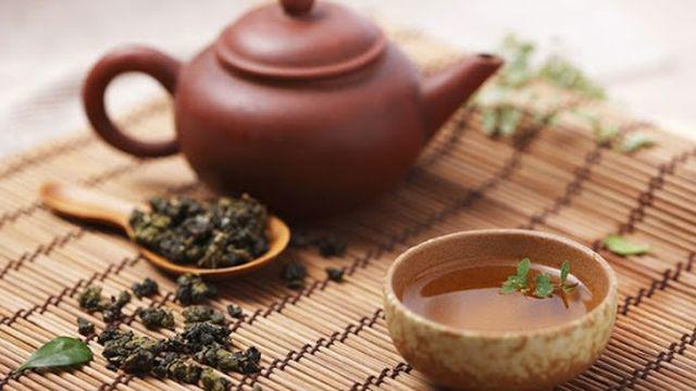 Chuyên gia cảnh báo thường xuyên uống trà đặc dễ hỏng thận, hại dạ dày không kém rượu, bia - Ảnh 2