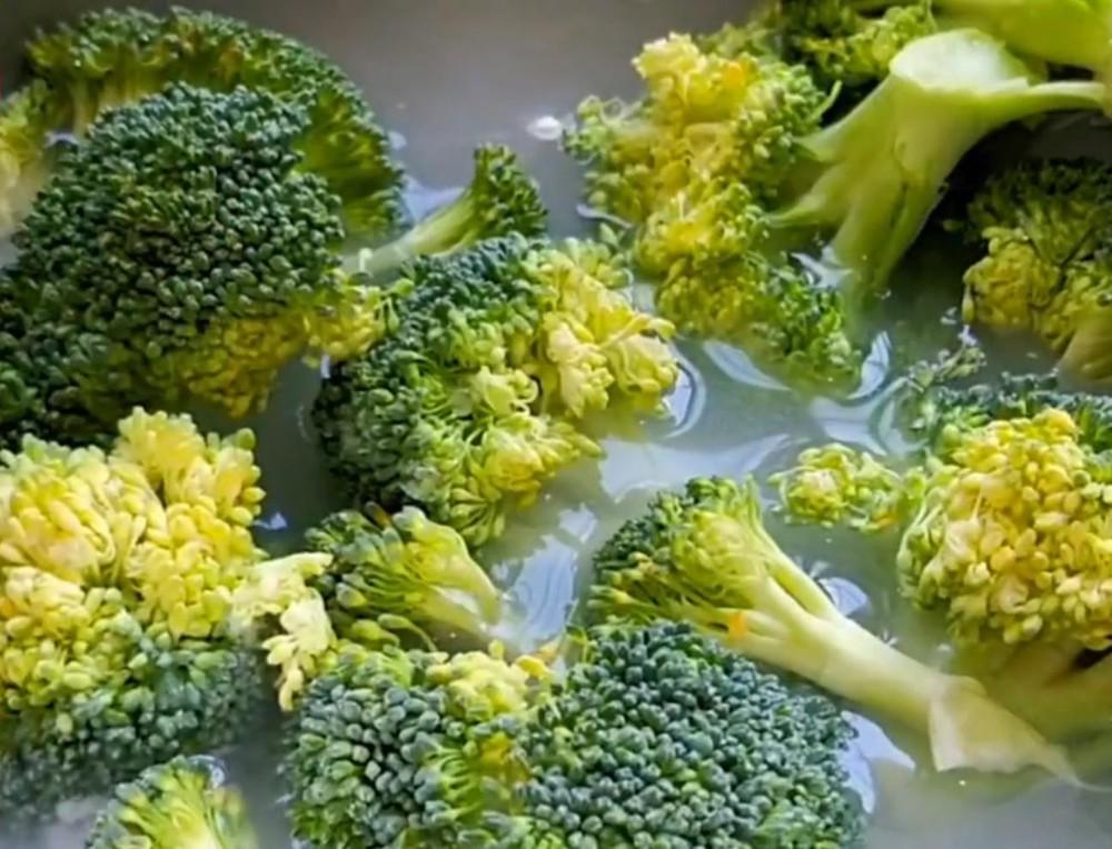 Mẹo khiến 3 loại thực phẩm 'cứng đầu' tự động trôi sạch bụi bẩn ra ngoài, yên tâm mà ăn - Ảnh 1