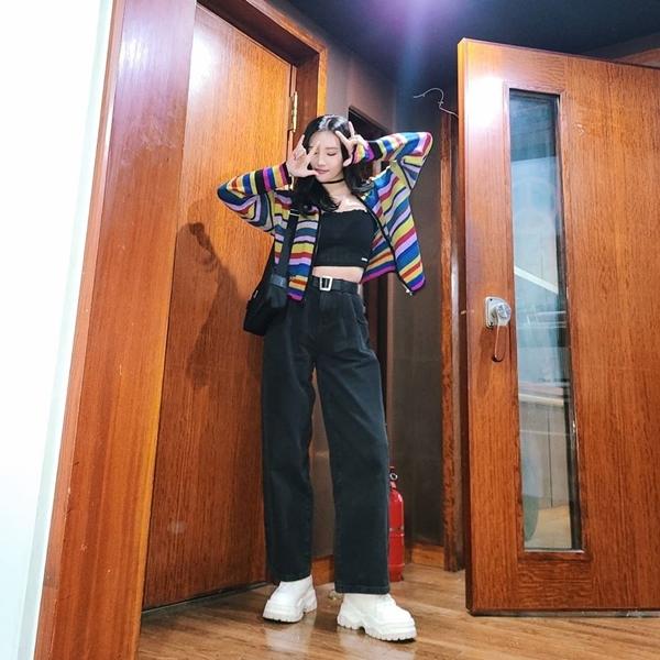 6 nữ idol Kpop có style đậm cảm hứng thời trang thập niên 90 - Ảnh 11