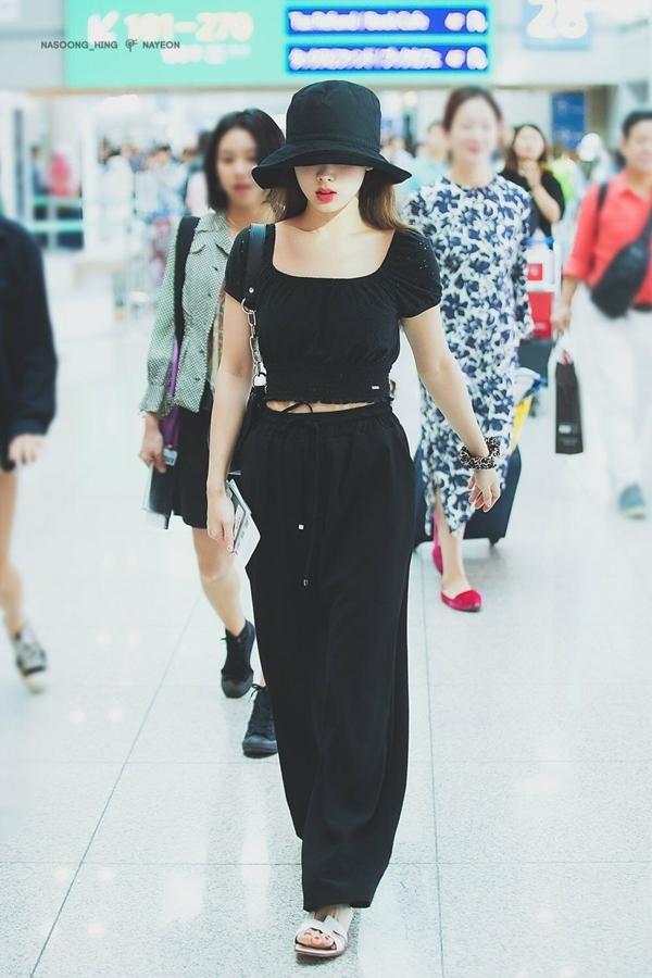6 nữ idol Kpop có style đậm cảm hứng thời trang thập niên 90 - Ảnh 13