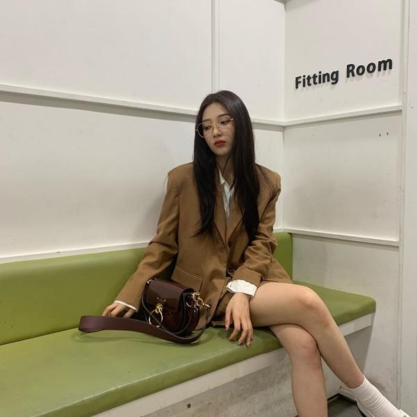 6 nữ idol Kpop có style đậm cảm hứng thời trang thập niên 90 - Ảnh 16