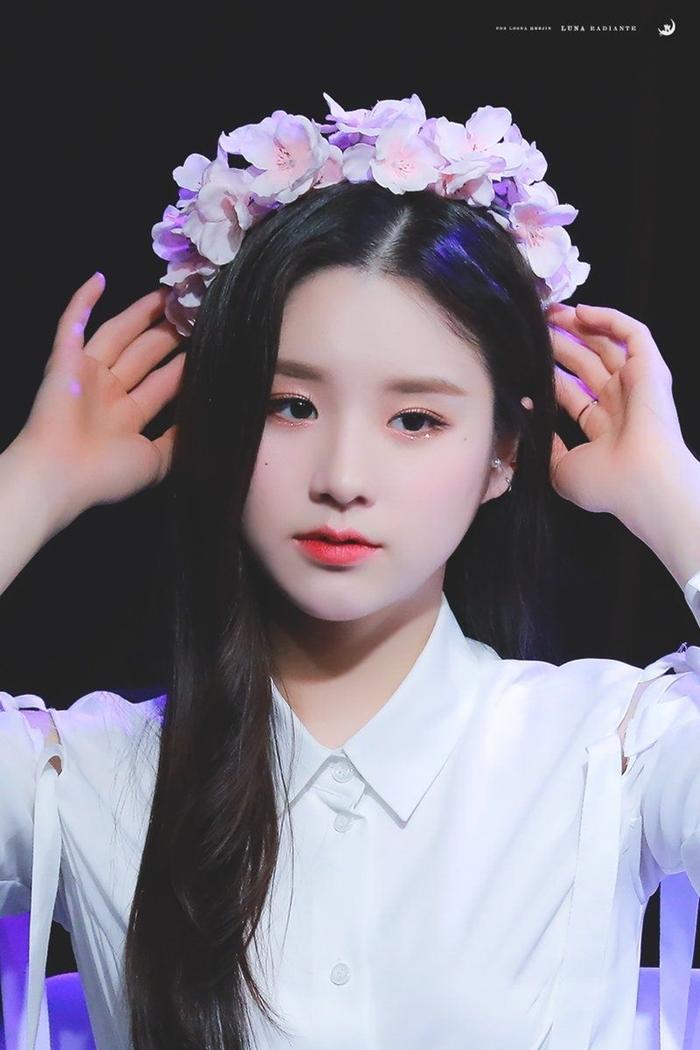 Những idol nữ đội vòng hoa đẹp tựa 'nữ thần' - Ảnh 12