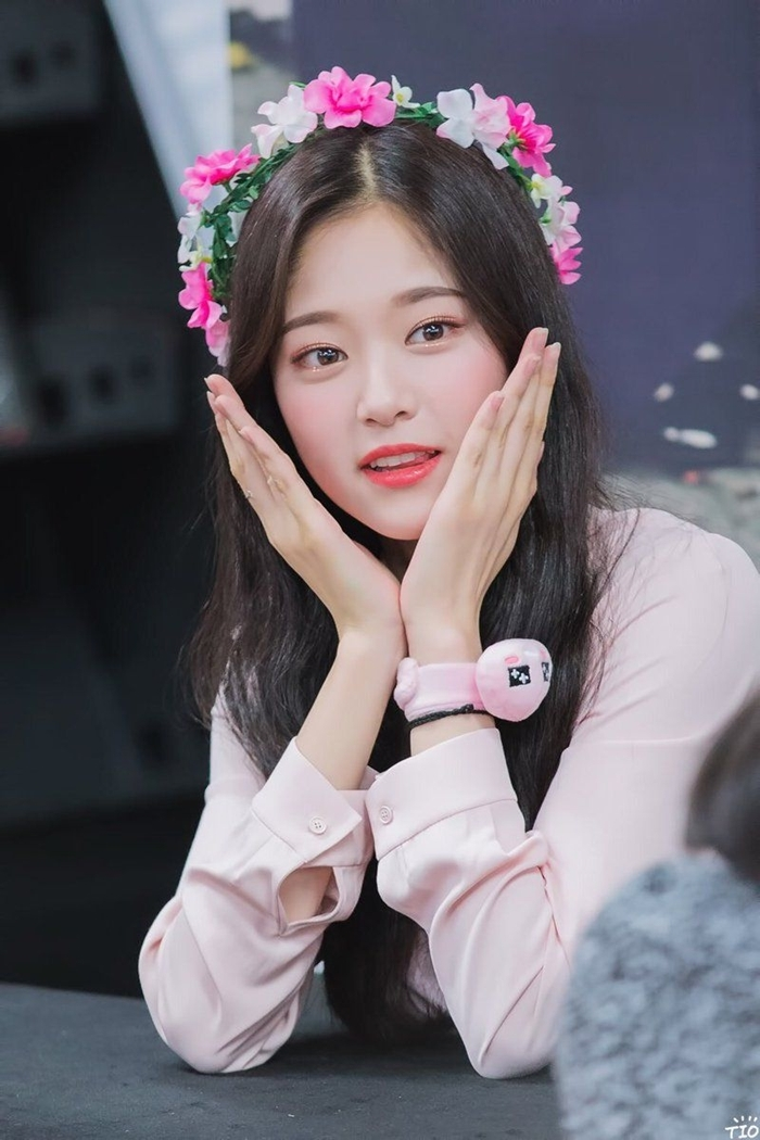 Những idol nữ đội vòng hoa đẹp tựa 'nữ thần' - Ảnh 13