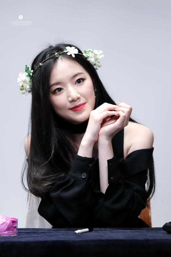 Những idol nữ đội vòng hoa đẹp tựa 'nữ thần' - Ảnh 14