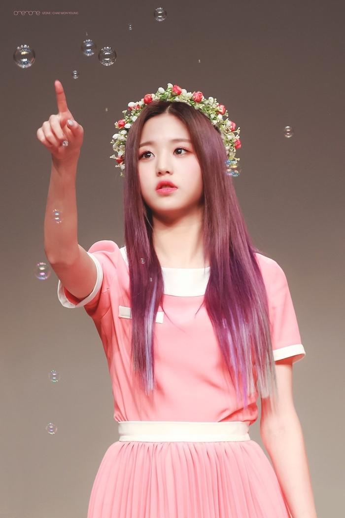 Những idol nữ đội vòng hoa đẹp tựa 'nữ thần' - Ảnh 2