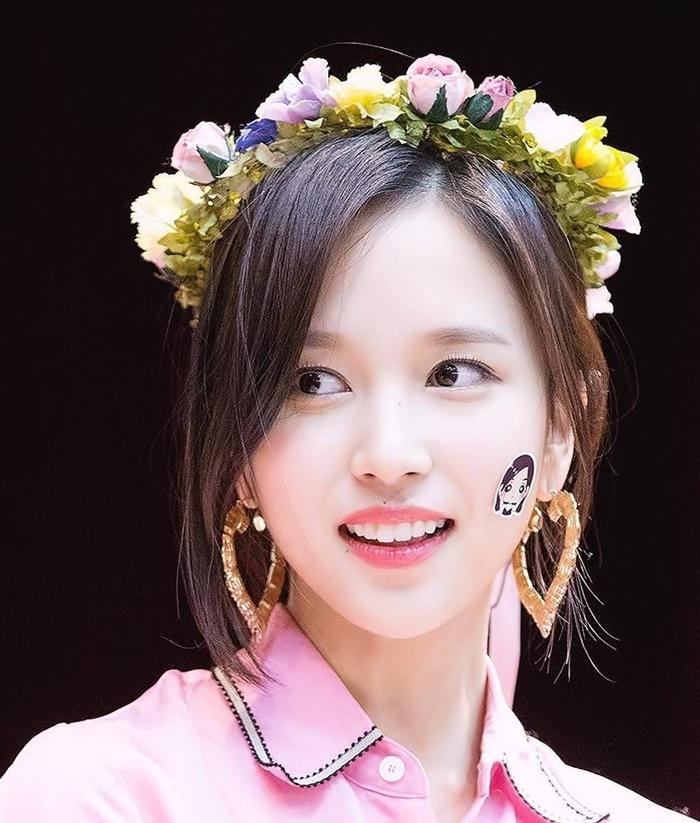 Những idol nữ đội vòng hoa đẹp tựa 'nữ thần' - Ảnh 4