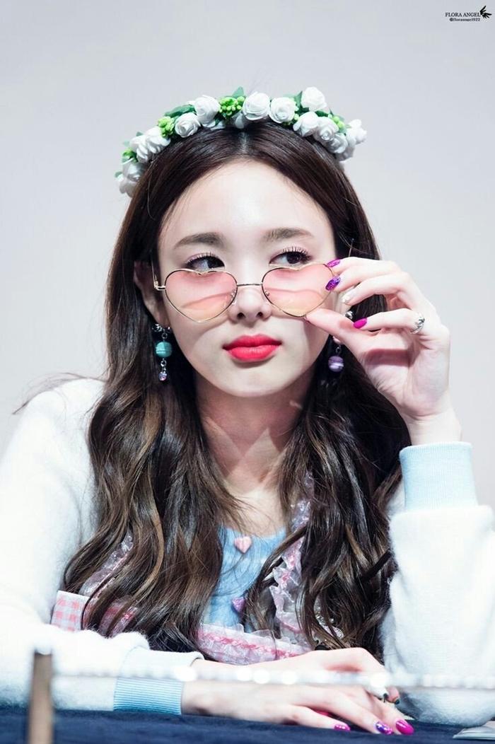 Những idol nữ đội vòng hoa đẹp tựa 'nữ thần' - Ảnh 7