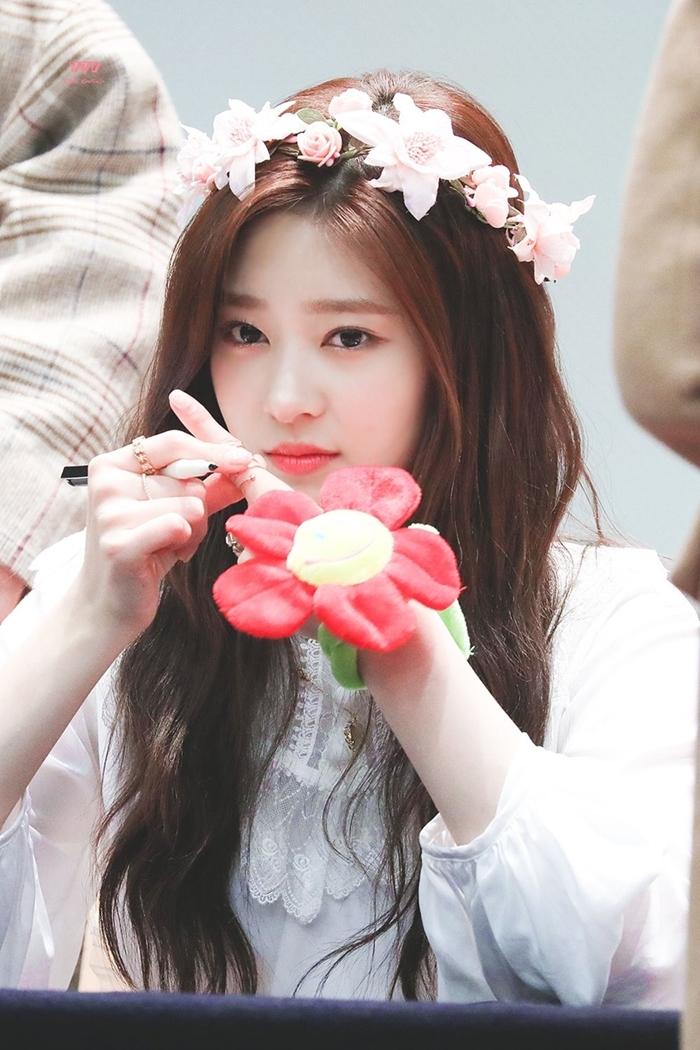 Những idol nữ đội vòng hoa đẹp tựa 'nữ thần' - Ảnh 9