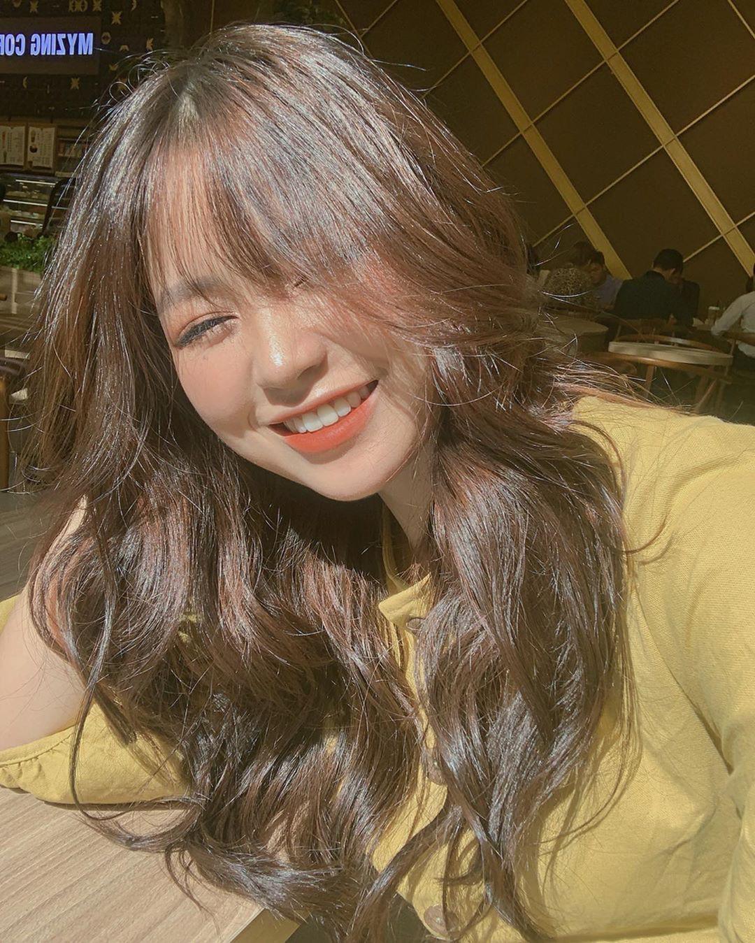 Nụ cười tỏa sáng, hot girl Việt làm điên loạn báo Trung Quốc - Ảnh 2